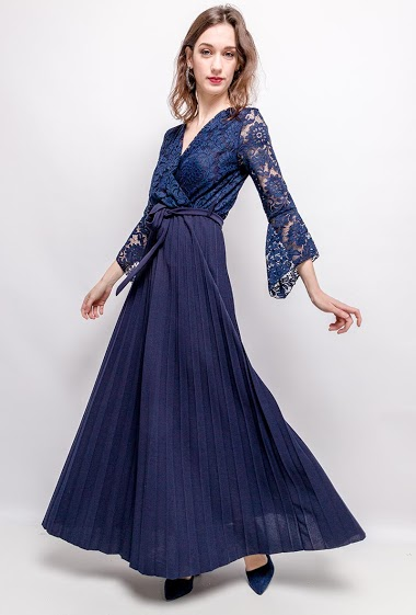 Pleated maxi dress with lace. The model measures 177cm, one size corresponds to 10/12(UK) 38/40(FR). Length:148cm