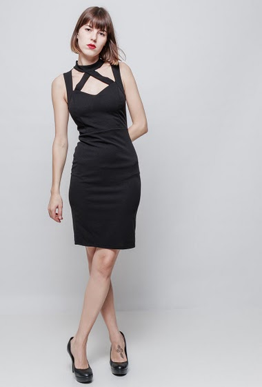 Midi sleeveless dress, funnel collar, cut-out, close fit, zip back closure. The model measures 172cm, one size corresponds to 36/38
