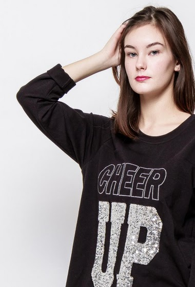 Long sweatshirt, CHEER UP decorated with strass. The model measures 172cm, one size corresponds to 38-40