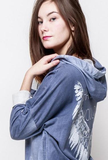 Hooded sweatshirt, pockets, zip closure. The model measures 172cm, one size corresponds to 38-40