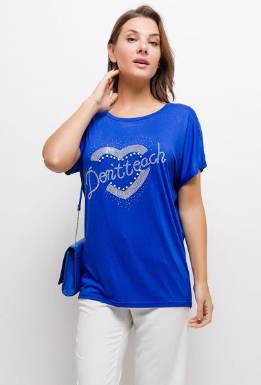 T-shirt DENTTEACH avec cœur. La mannequin mesure 175cm, TU correspond à 44/46. Longueur:70cm