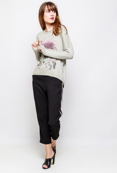 Fine knitted top, printed flowers, lurex border. The model measures 178cm, one size corresponds to 38-42