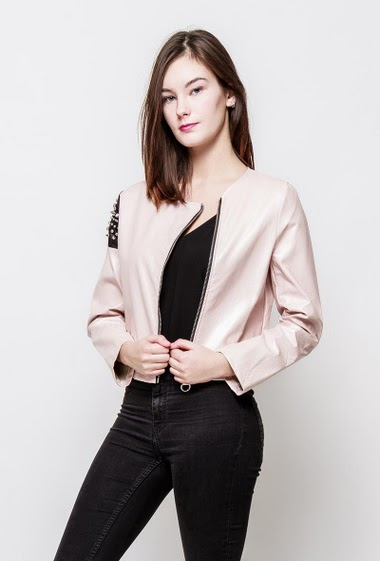 Studded jacket, zip closure. The model measures 172cm, one size corresponds to 38-40