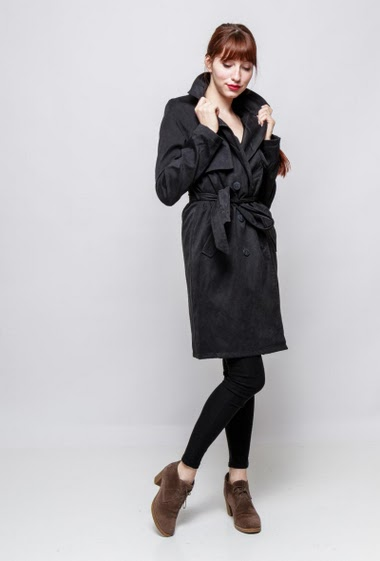 Soft trench-coat, peach skin effect. The model mesasures 174cm and wears M
