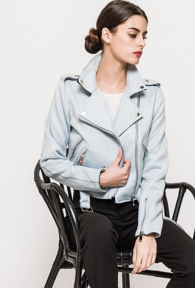 Suede jacket, zip pockets, belt. The model measures 176cm and wears M. Length:50cm