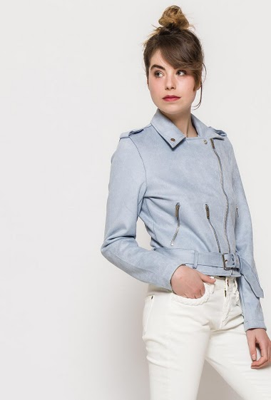 Suede jacket, belt, zip pockets. The model measures 176cm and wears S. Length:58cm