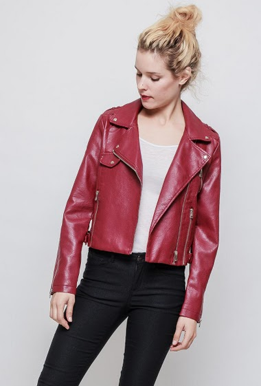 Fake leather jacket, zip closure, topstiched yoke, regular fit. The mannequin measures 177 cm and wears S