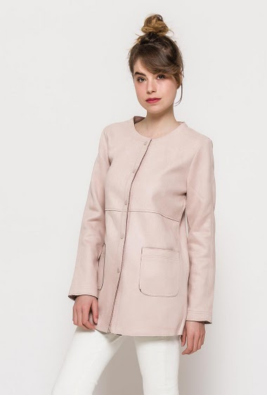 Suede midi jacket, pockets, regular fit, press stud closure. The model measures 176cm and wears S. Length:79cm