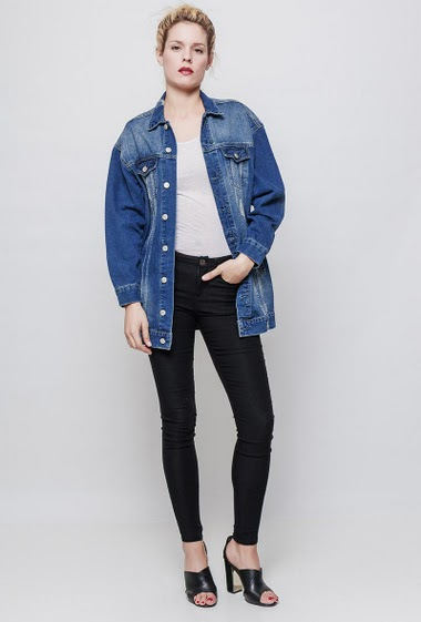Denim jacket, regular fit. The mannequin measures 177 cm and wears S