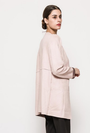 Suede jacket, check inner. The model measures 176cm and wears M. Length:85cm