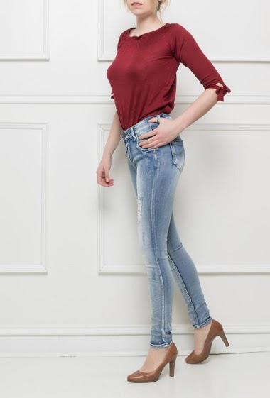 Jeans délavé et déchiré avec paillette, coupe slim