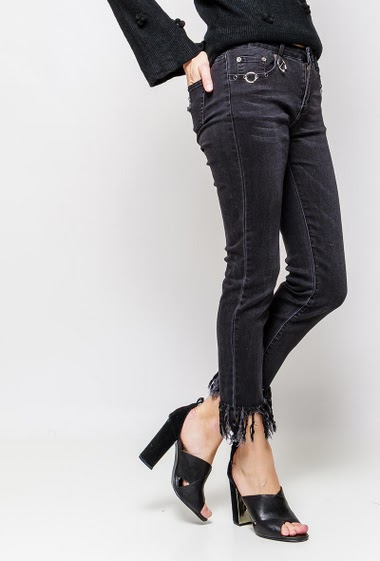 Jeans with fringes, fancy pockets. The model measures 178cm and wears M