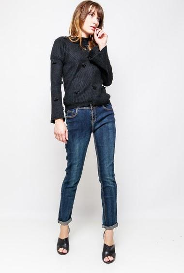 Jean droit avec poches. La mannequin mesure 178cm et porte du M