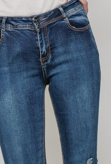 Damaged and faded jeans, skinny fit. The mannequin measures 177 cm and wears M