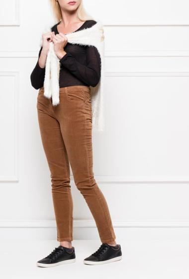 Pantalon en velours côtelé avec poches, coupe droite