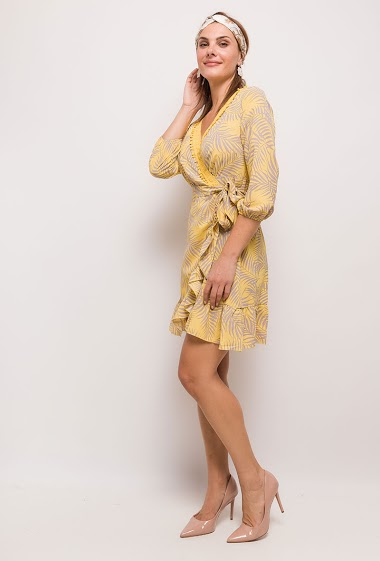 Dress with tropical pattern. The model measures 175cm