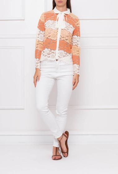 Long sleeves shirt in colorful and striped lace, contrasting collar with ribbon to knot