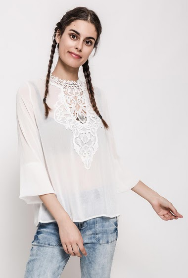Long sleeve blouse, open back, transparent fabric. The model measures 176cm and wears S. Length:65cm
