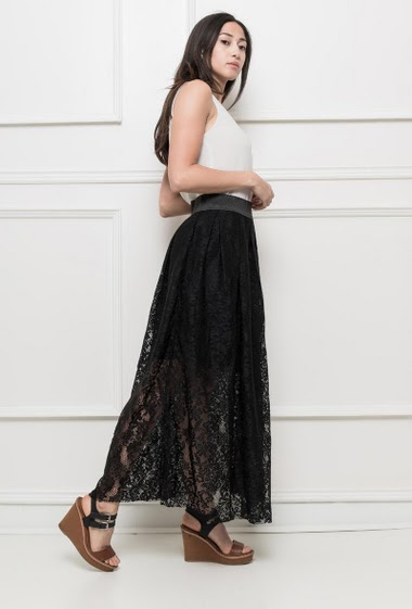 Long lace skirt with elastic waist