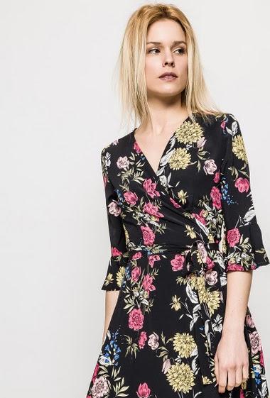 Robe avec fleurs imprimées, manches 3/4, doublure. La mannequin mesure 177cm et porte du M. Longueur:115cm