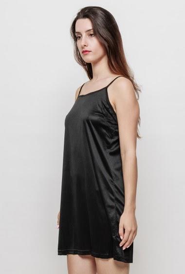 A dress like a lining, to wear under a dress