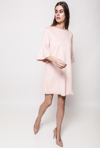Dress with flared sleeves, peach skin touch. The model measures 176cm and wears S. Length:90cm