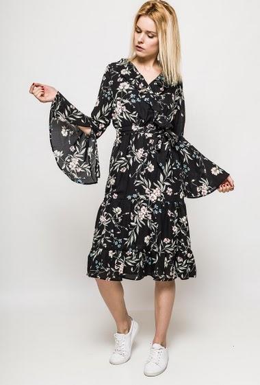 Robe à manches longues fendues, volants, fleurs imprimées. La mannequin mesure 177cm et porte du M. Longueur:113cm