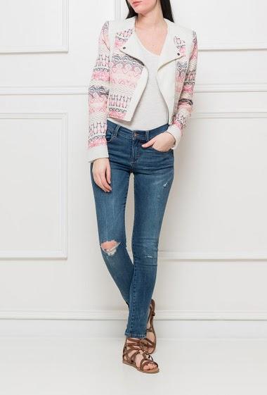 Zipped jacket with patterned yoke