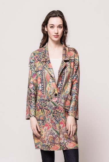 Soft jacket, peach skin, pockets, regular fit. The model measures 177cm and wears S