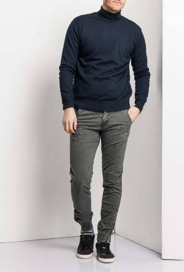 Cargo trousers pants tightened with elastic et zip zipper                                                          5 pockets                                                                 Back pockets, side pockets                                     Zip fly with concealed zip                                       Normal size                                                           Belt loop                                                         Brand Maximal