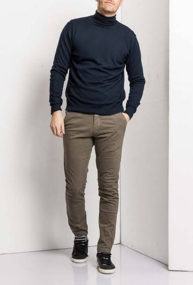 Chino trousers straight cup                                      5 pockets                                                                 Back pockets, side pockets                                     Zip fly with concealed zip                                       Normal size                                                           Belt loop                                                         Brand Maximal