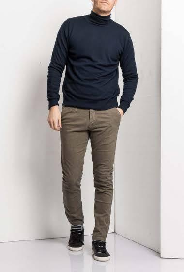 Pantalon chino coupe slim                              5 Poches                                                                 Poches arrière, poches latérales                             Braguette avec fermeture éclair dissimulée Taille normale                                                         Passe ceinture                                           Marque Maximal