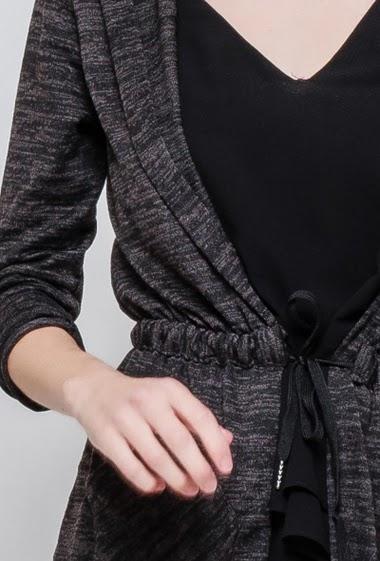 Gilet décontracté, capuche, cordon de serrage à la taille, poches. La mannequin mesure 177cm, TU correspond à 38-40