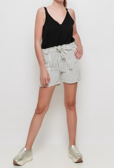 Shorts with bicolour stripes, belt, elastic waist, pockets, stretch fabric - TU corresponds to 38-40