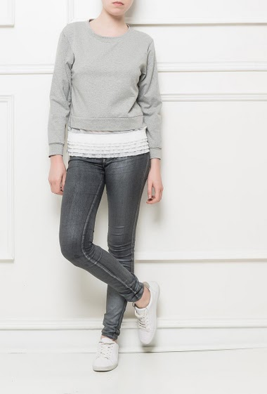 Fleece sweatshirt with pleated and ruffle border, long sleeves, casual fit