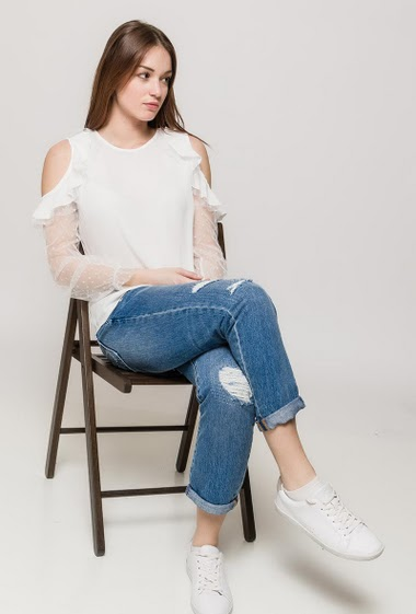 Cold shoulder blouse, ruffles, transparent long sleeves. The model measures 175cm and wears S
