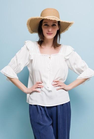 Short sleeve blouse, ruffles, tassels. The model measures 178cm and wears S. Length:60cm