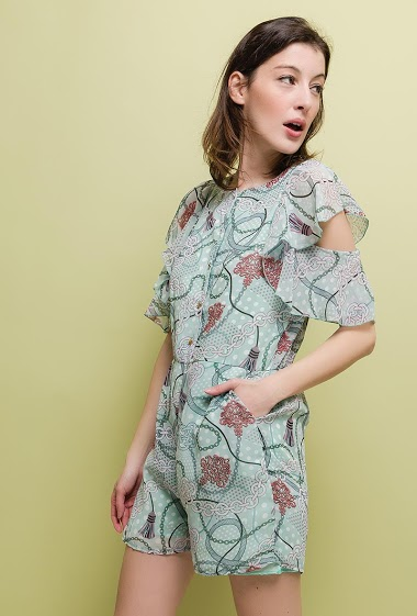 Cold shoulder playsuit, printed flowers, ruffles, pockets. The model measures 177cm and wears S. Length:80cm