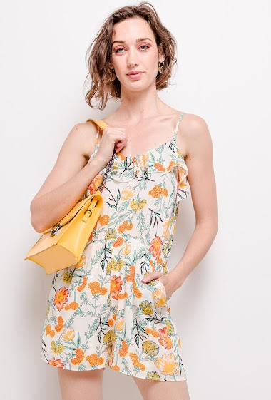 Playsuit with printed flowers. The model measures 177cm and wears S. Length: 83cm