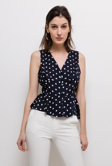 Sleeveless top, button front. The model measures 178cm and wears S. Length:55cm