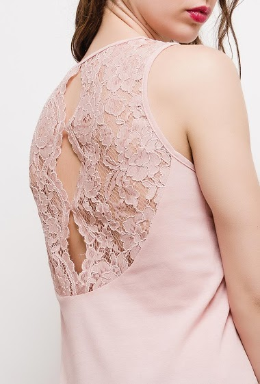 Sleeveless top wit lace back. The model measures 177cm and wears S. Length:60cm