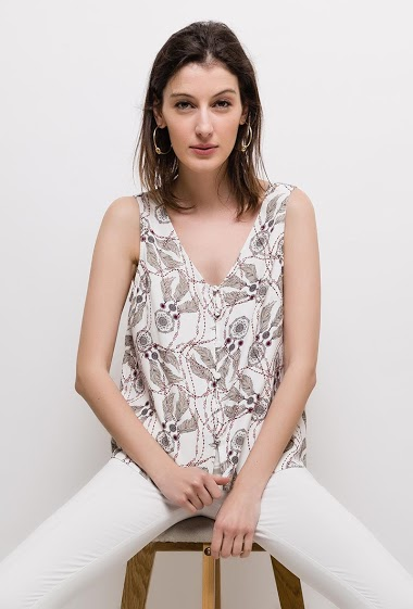 Sleeveless top with dreamcatcher print, button front. The model measures 178cm and wears S. Length:60cm