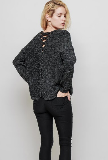 Ribbed knitted sweater, lace-up back, long sleeves, regular fit. The mannequin measures 177 cm, TU corresponds to 38-40