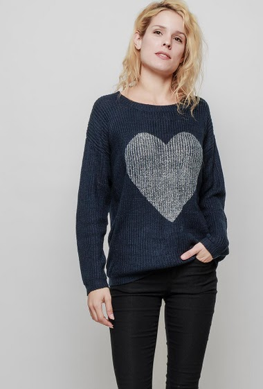 Ribbed knitted sweater, shiny heart, long sleeves. The mannequin measures 177 cm, TU corresponds to 38-40