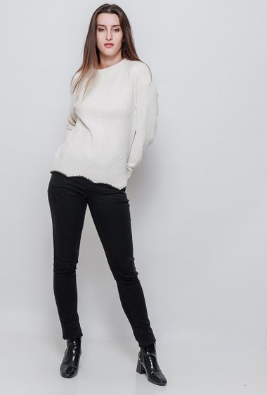 Knitted sweater, classic fit, very soft touch, velvet effect, pleasant to wear, edge with lurex. The model measures 176cm, one size corresponds to 38/40