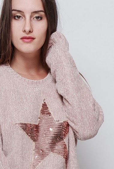 Knitted sweater, sequined star, classic fit, very soft touch, velvet effect, pleasant to wear. The model measures 176cm, one size corresponds to 38/40