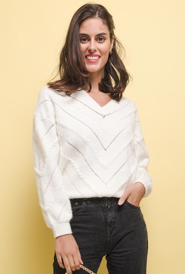 Graphic soft sweater. The model measures 176 cm, one size corresponds to 10/12(UK) 38/40(FR). Length:62cm