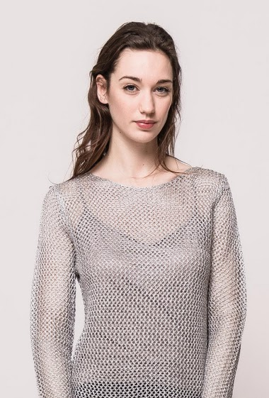 Knitted mesh sweater with lurex, sold without lining. The model measures 177cm, one size corresponds to 10/12