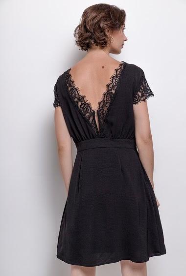 Dress with lace,La mannequin mesure 177cm and wears S. Length:93cm