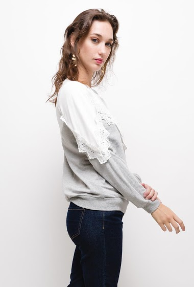 Bicolor sweat with embroideries, The model measures 177cm and wears S. Length:60cm